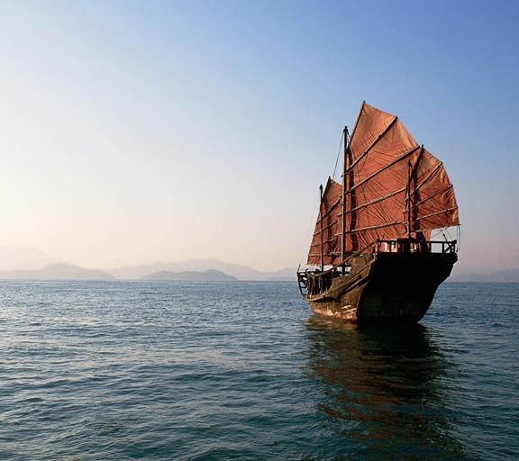 La promenade maritime sur le bateau pirate